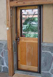 古材のドア外